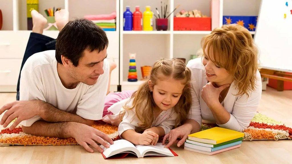 """""""Ebeveynlik Okulu"""" Ergen Ailesi Olmak"""